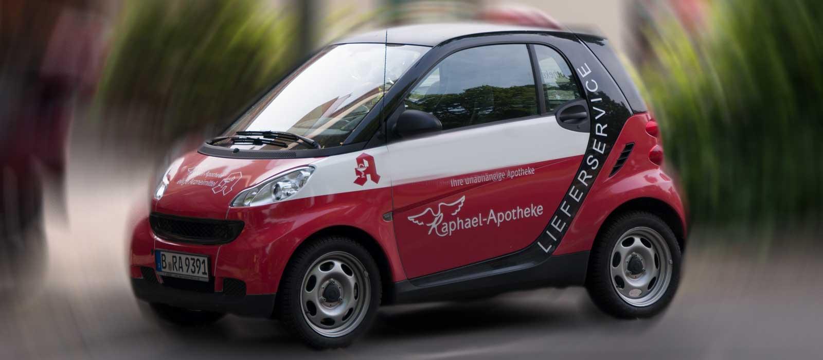 Symbolfoto zeigt ein Lieferfahrzeug der Raphael-Apotheke