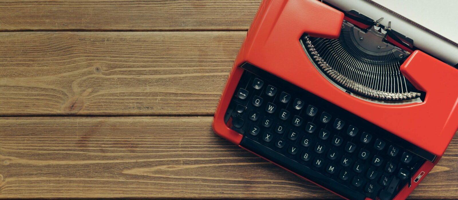 Symbolfoto Kontakt zeigt eine alte Schreibmaschine