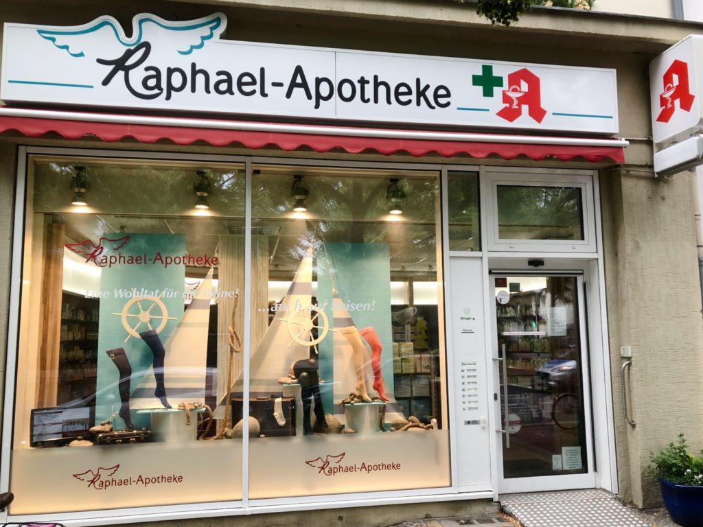 Bild zeigt die Raphael-Apotheke in der Reichsstraße 36.