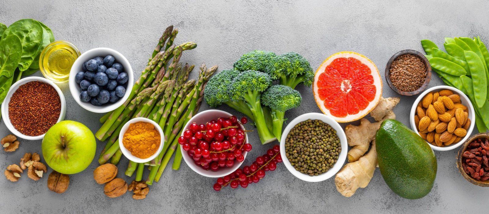 Symbolbild Ernährung zeigt verschiedene Elemente gesunder Ernährung